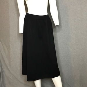 St. John Knit Skirt Size: 2
